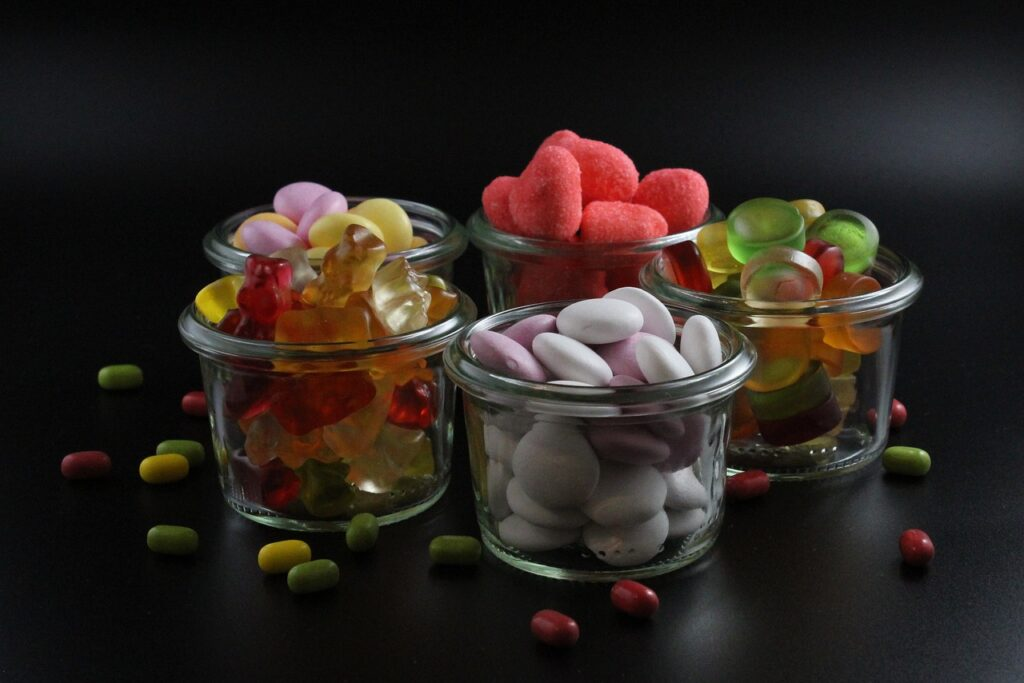 Candies Sweets Jars Confections  - BiggiBe / Pixabay