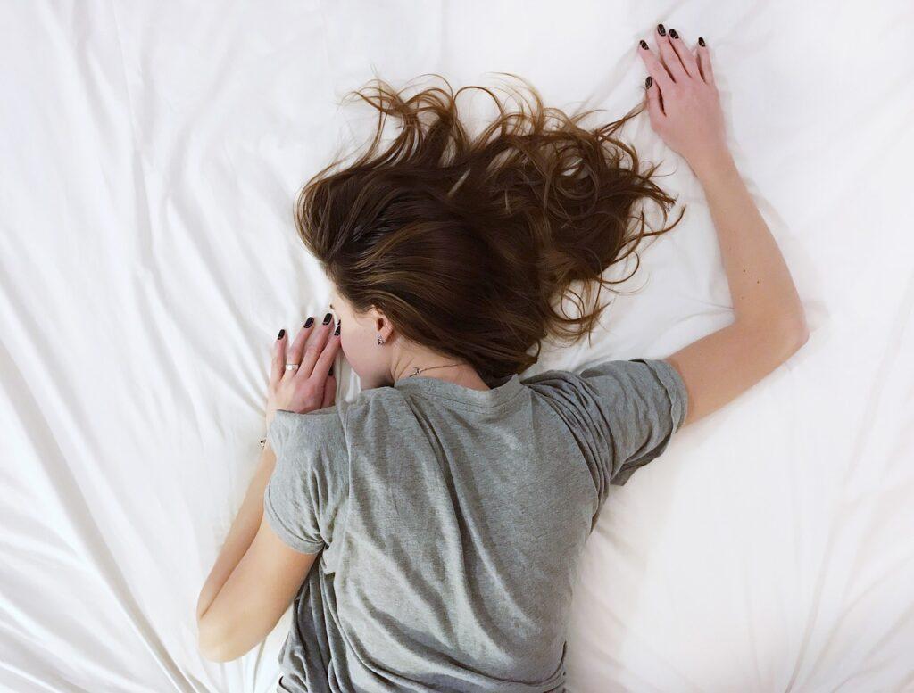 White Sheet Bed Room People Girl  - StockSnap / Pixabay